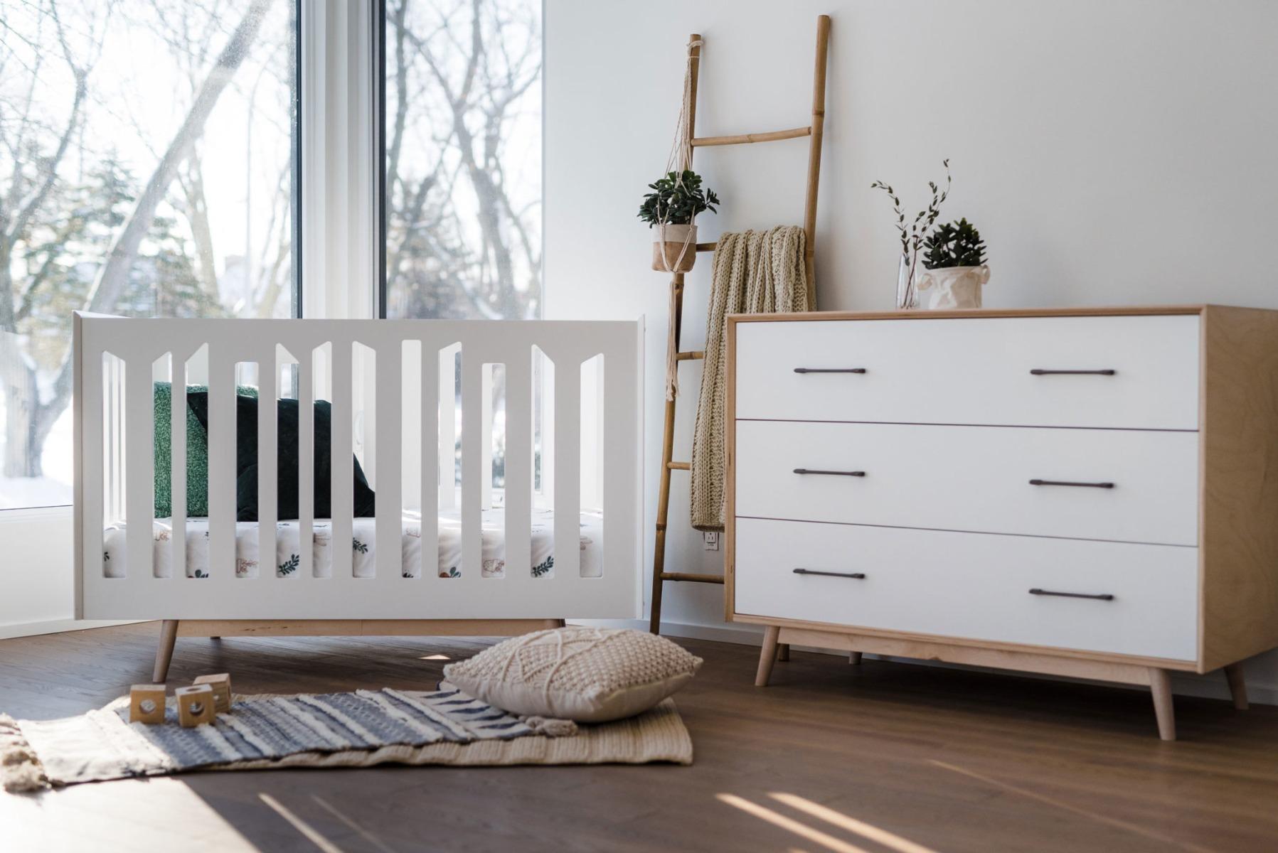 Lollipop crib and dresser